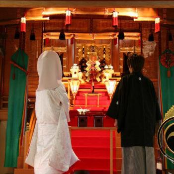1300年の歴史ある神社でフォトウエディング